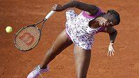 Americká tenistka Venus Williamsová v zápase proti krajance Sloane Stephensová na French Open.