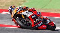 Německý motocyklový jezdec Stefan Bradl na okruhu v Barceloně.