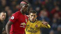 Paul Pogba (vlevo) z Manchesteru United a Lucas Torreira z Arsenalu.