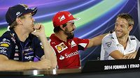 Sebastian Vettel (vlevo) se stěhuje do Ferrari místo Fernanda Alonsa (uprostřed), který by měl podle všeho zakotvit v McLarenu. Zatím ale není jasné, zda po boku Jensona Buttona (vpravo).