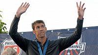 Michael Phelps byl na pódiu očividně zklamaný, že nezískal první místo na americkém šampionátu.
