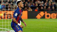 Útočník Barcelony Neymar v zápase s Málagou.