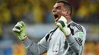 Kolumbijský brankář Faryd Mondragón je ve 43 letech nejstarším fotbalistou, který si zahrál na mistrovství světa.
