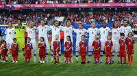 Hráči české fotbalové reprezentace na začátku utkání s Itálií.