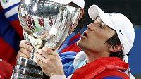 Trofej pro světové šampióny si polaskal i kanonýr Alexander Ovečkin