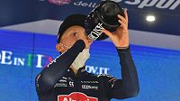 Belgický cyklista Tim Merlier slaví svůj triumf ve druhé etapě Gira d´Italia.