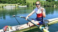 Skifařka Miroslava Topinková se raduje ze zisku bronzové medaile na mistrovství Evropy ve veslování v Lucernu.