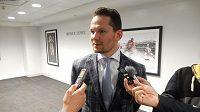 Opora New Jersey Devils Patrik Eliáš zatím sleduje hokej z rodinné lóže.