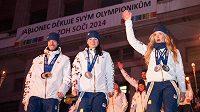 Úspěšní biatlonisté z her v Soči během přivítání olympioniků v Jablonci nad Nisou. Zleva Jaroslav Soukup, Veronika Vítková a Gabriela Soukalová.
