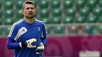 Brankář Kostas Chalkias během tréninku řeckých fotbalistů