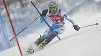 Lyžařka Šárka Strachová na trati slalomu v Levi - archivní foto.