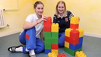 V dětství Kamila (vlevo) a Adéla Bočanovy hrami moc času netrávily, jedničkou byl pro ně florbal.