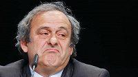 Michel Platini kvůli čtyřletému trestu za konflikt zájmů odstoupí z opozice předsedy UEFA.