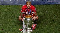 Španělský fotbalista Thiago Alcántara přestoupil z Bayernu Mnichov do Liverpoolu.