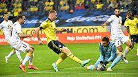 Švéd Dejan Kulusevski střílí na branku Arménie v přípravném utkání před ME.