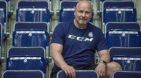 První trénink hokejistů Liberce v letní fázi přípravy. Vše sleduje trenér Patrik Augusta.