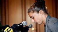Italská tenistka Sara Erraniová na tiskové konferenci v Miláně.