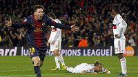 Lionel Messi se raduje z gólu, který vstřelil AC Milán v odvetném utkání Ligy mistrů.