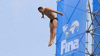 Michal Navrátil na mistrovství světa v Koreji při skoku ze 27 metrů.
