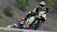 Český jezdec v kategorii Moto3 Jakub Kornfeil zdraví diváky v Brně.
