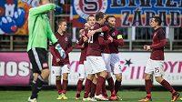 Fotbalisté Sparty Lukáš Juliš, David Lafata a další oslavují gól na 2:0 během utkání 3. kola MOL Cupu v Českých Budějovicích.
