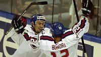 Hvězdní Miroslav Šatan a Peter Bondra přivedli slovenský národní tým na světovém šampionátu v roce 2002 k historickému zlatu.