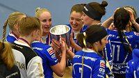 Florbalistky Chodova slaví vítězství v poháru.