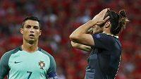 Zklamaný Velšan Gareth Bale (vpravo), vlevo Portugalec Cristiano Ronaldo.