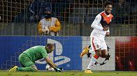 Luiz Adriano (vpravo) se raduje ze svého pátého vstřeleného gólu v utkání na půdě BATE Borisov v Minsku.