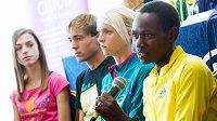 Esa sobotní běžecké Grand Prix, zprava Keňanka Emily Chebetová. Britka Gemma Steelová a domácí naděje Milan Kocourek a Anežka Drahotová.