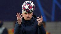 Trenér Tottenhamu José Mourinho.