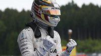 Lewis Hamilton po triumfu ve Velké ceně Rakouska.