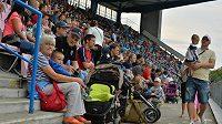 Na trénink českého týmu v Plzni před zápasem kvalifikace ME s Kazachstánem se přišly podívat asi dva tisíce fanoušků.