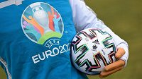 Letopočet na maskotovi Skillzym zakrýt, EURO se o rok odkládá...