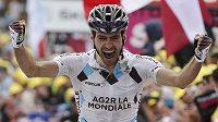 Francouzský cyklista Christophe Riblon se raduje z etapového vítězství na Tour de France.