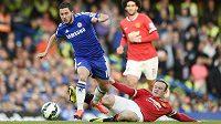 Hrdina Chelsea Eden Hazard a Wayne Rooney.