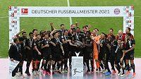 Fotbalisté Bayernu slaví mistrovský titul.