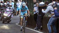 Vincenzo Nibali míří za triumfem v závodu kolem Lombardie.