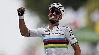 Francouzský cyklista Julian Alaphilippe slaví první etapové vítězství v letošní Tour de France