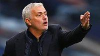 Šokovaný trenér Tottenhamu Jose Mourinho.