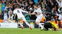Sergio Ramos a Karim Benzema se radují z gólu do sítě Borussie Dortmund v loňském ročníku Ligy mistrů