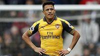 Zamyšlený Alexis Sánchez z Arsenalu.