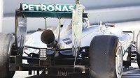 Bizarní megafon na výfuku vozu Mercedes v Barceloně otestoval Nico Rosberg.