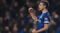 Finále Ligového poháru proti Manchesteru City si zahraje londýnská Chelsea. Ta v odvetě semifinále vyhrála po penaltovém rozstřelu nad Tottenhamem. Jednu z penalt Chelsea proměnil Cesar Azpilicueta.