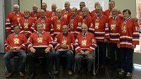 Bývalí českoslovenští hokejoví reprezentanti, kteří v roce 1976 postoupili do finále Kanadského poháru, stali se mistry světa a získali stříbrné medaile na olympijských hrách.