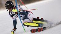 Francouz Clément Noël na trati slalomu SP v Záhřebu.