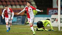 Jan Sýkora ze Slavie Praha oslavuje gól na 2:0 proti Příbrami.