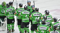 Hokejisté Mladé Boleslavi se radují z výhry.