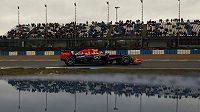 Pilot Red Bullu Daniel Ricciardo z Austrálie během testování v Jerezu.