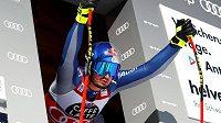 Elitní italský sjezdař Dominik Paris si při tréninku před SP v Kitzbühelu přetrhl přední zkřížený vaz v pravém koleně a sezona pro něho skončila.